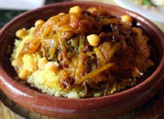 Couscous Tfaya au Poulet et Oignons Caramélisés